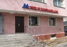 M pub 1